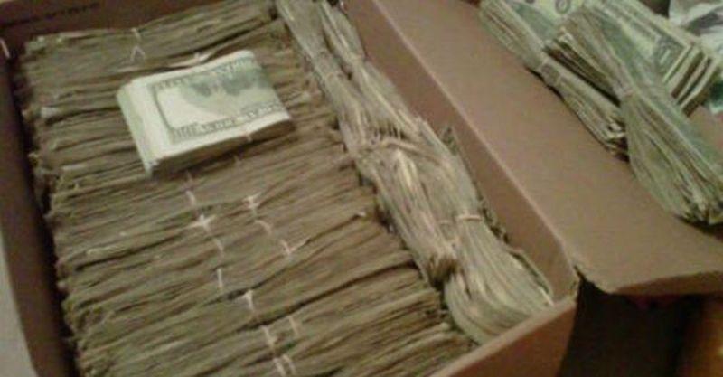 Бабушка спрятала заначку в 95000 долларов, когда дед узнал откуда у неё эти деньги, был шокирован…